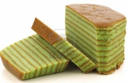 In het oorspronkelijke spekkoek recept werden de laagjes gekleurd met bruine suiker voor de donkere laagjes en geraffineerde witte suiker voor de lichte...