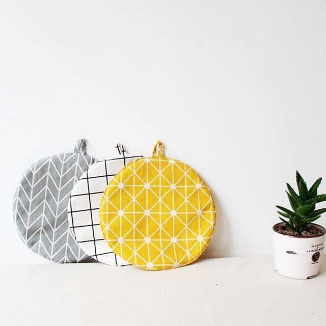 Kitchen Design Potholder🌼 #design #kithcen #potholder #shapes #essentials #dish #table #squares #neatly
