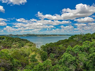 Canyon Lake Vacation Rental - VRBO 295623 - 3 BR Hill Country House in TX, Waterfront Lake House with Hot Tub, Wifi, Netflix, and Cable!