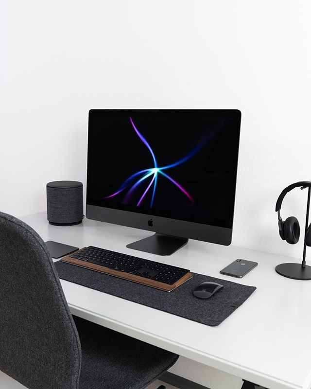 My Dream Desk Setup Tag Mac Lovers Follow Us Iphone Xs Cases Imacpro Imac Macbook Macboo Setup Dream Desk Case