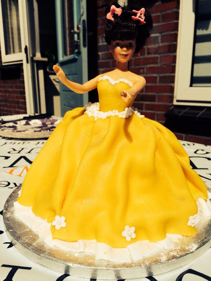 Deze Belle taart heb ik gemaakt voor de vijfde verjaardag van m'n dochter Livia!