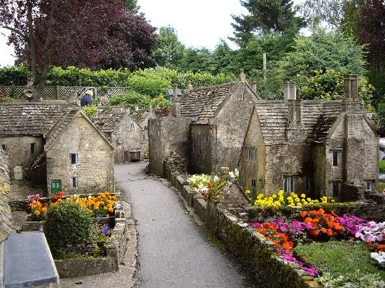 Bourton-on-the-Water Tourism: 11 Things to Do in Bourton-on-the-Water, England | TripAdvisor