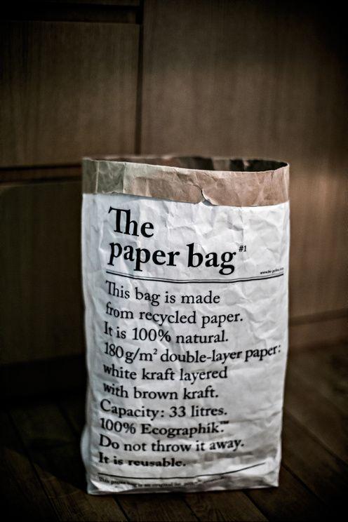 Vit papperspåse gjord på 100% organiskt papper med text på båda sidor, den ena sidan har text på franska och på den andra engelska. Mått 54 x 32 x17 cm. 33 Liter. Passar perfekt som snygg förvaring till det mesta!  <br><br>