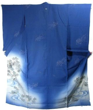 This is a hitoe (not lined) vintage kimono with a tranquil design - maple leaves and stream are dyed on the bottom, and woven goldfishes are swimming in the blue.  The sleeves are gracefully long, which is the feature of the kimonos from pre WWII.  Lapel is bachi-eri(folded lapel).