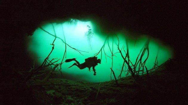 Sumergido en las aguas profundas del mar, la última cosa que un buzo puede esperar es encontrar un 'río'. Pero un fenómeno parecido fue lo que encontraron unos buzos audaces en una caverna en la península de Yucatán, en México.
