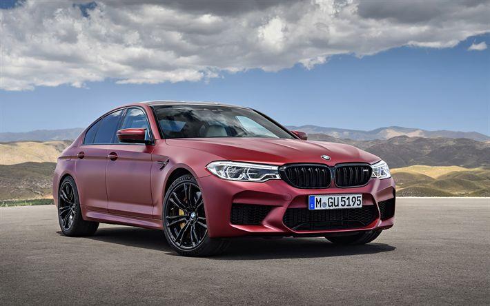 تحميل خلفيات بي أم دبليو M5, 2018, سيدان, M5 الجديدة, السيارات الألمانية, الأحمر M5 سيدان, عجلات سوداء, BMW