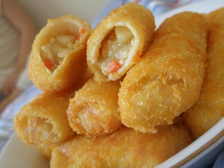Risoles~ Fried rolls with breadcrumbs filled with vegetables and meat.