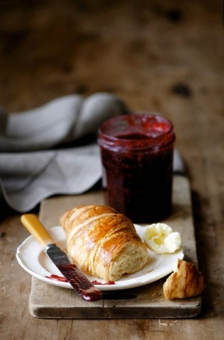 croissant & jam, the perfect combination