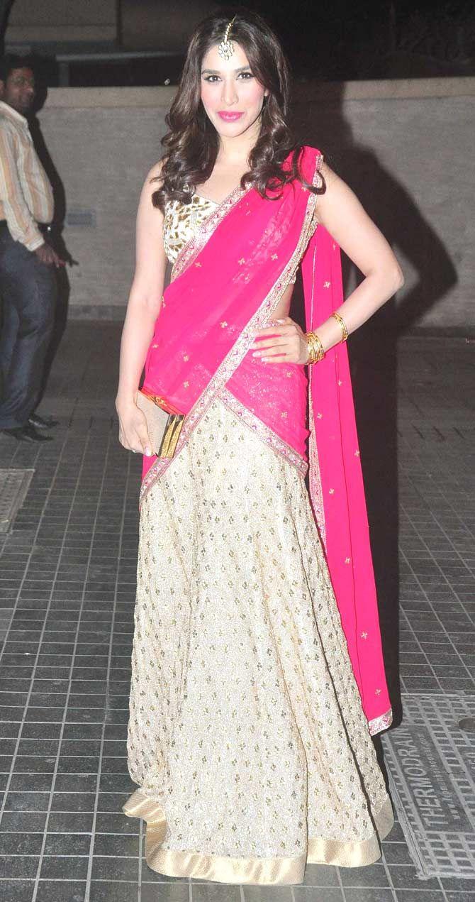 Sophie Choudry at Soha Ali Khan, Kunal Khemu's wedding reception. #Bollywood #Fashion #Style #Beauty