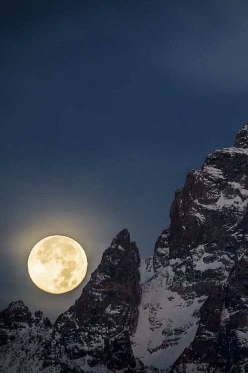 Full Moon Setting on Grand Teton, Wyoming, by Scott Rinckenberger, on 500px. (Trimming)