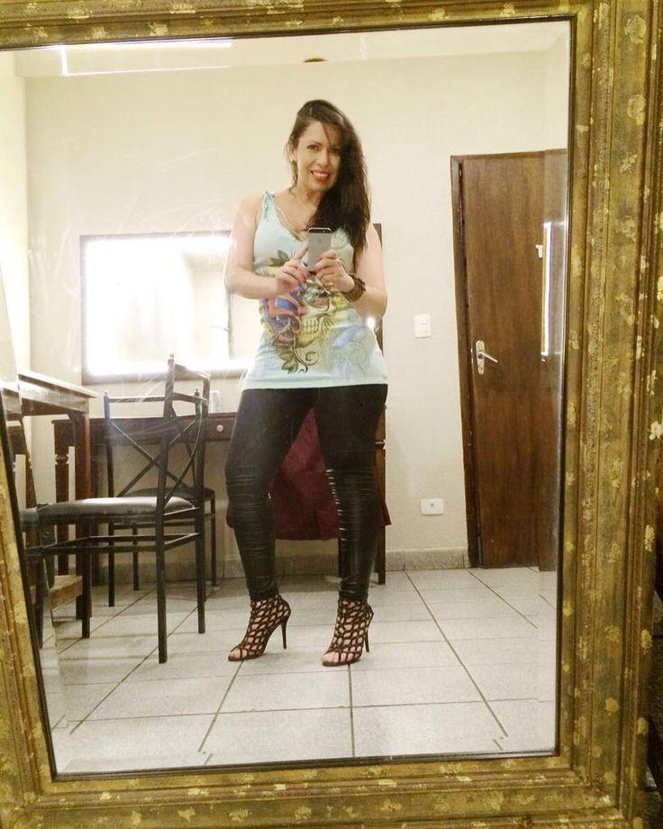 #backstage #music #show #night #singer #singers #singersongwriter #cauedeborah #DeborahRemo #vcb #saopaulo #Brasil #villacountry countrymusic #popmusic #sertanejo   #arezzo   #marykay  Obrigada amore @de_rossiti  by deborahremo https://www.instagram.com/p/BDupkngBFMH/ #jonnyexistence #music