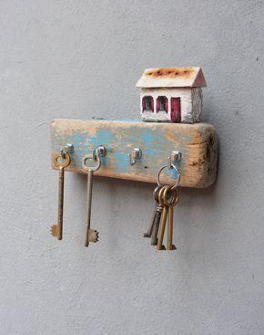 Beach Cottage Jewelry Storage – Driftwood Key Holder Rack, Jewelry Organizer Rack – Hand painted Driftwood Cottage