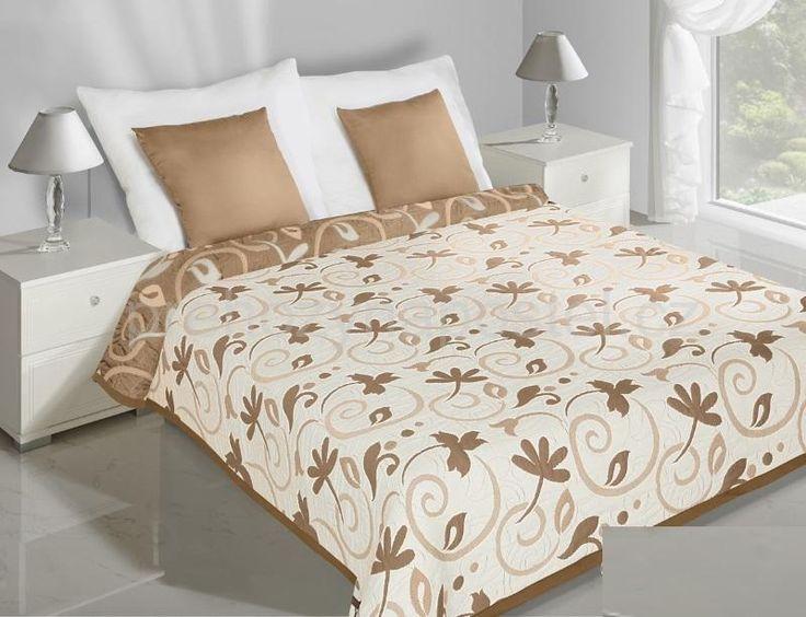 Květovaný oboustranný přehoz na postel krémově béžové barvy