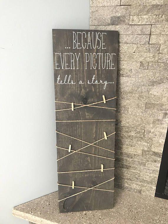 Weil jedes Bild eine Geschichte erzählt Großes Holzschild mit Wäscheklammern zum Aufhängen von Fotos