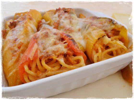 """Peperoni ripieni con Spaghetti quadrati, """"ragù"""" e Asiago!"""
