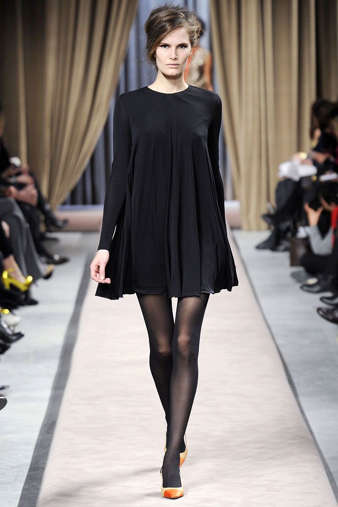 Giambattista Valli Fall 2010 Ready-to-Wear Fashion Show - Alla Kostromichova (Marilyn)