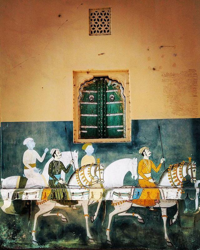 Beautiful traditional wall art that you see in rajasthan.  #travelindia #ig_sharepoint #ig_photostars #ig_india #beautifuldestinations #archdigest #typewriter #writer #writersofig #india_gram #igramming_india #ngtindia #artwork #archilovers #artbasel #indianphotography #instagramhub #mkexplore #atxperience #yourshot_india #documentary #cntgiveitashot #beautifuljaipur #rajasthan #jaipur #tripoto