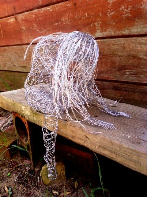 Wire sculpture by Simone Wojciechowski