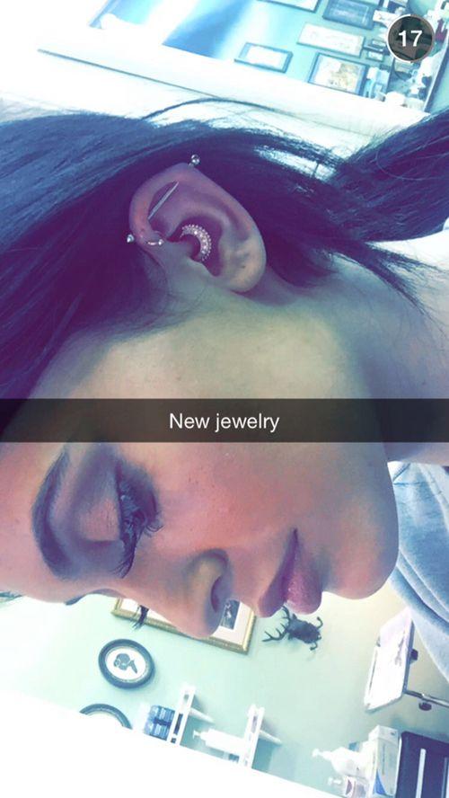 Pinterest: odabjo Kylie Jenner ear piercing