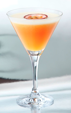 Passionfruit Martini. Sipping summer.♥✤