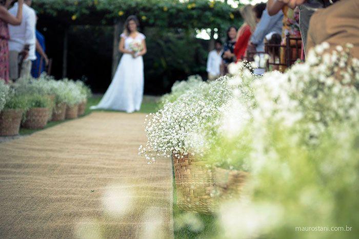 Decoração de casamento por Acervo Sto Antonio. Casamento na praia de Camburi, SP. #casamento #casamentonapraia #wedding #cerimonia #acervostoantonio #festadecasamento #buque #noiva