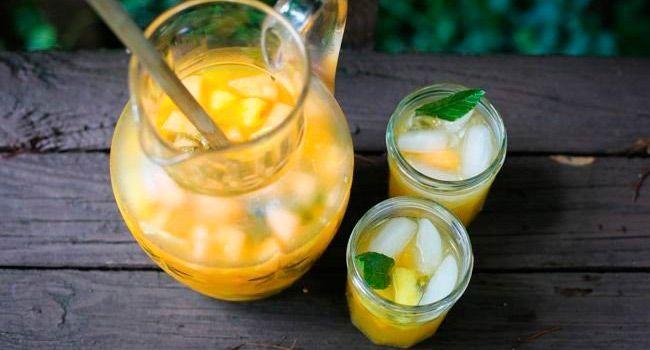 Сангрия с манго и ананасом