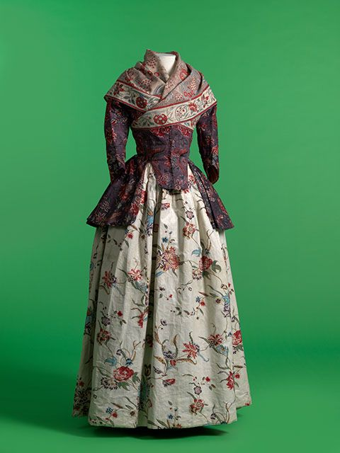 Chintz jacket and neckerchief with glazed printed cotton petticoat. 1770–1800. MoMu, Antwerp.