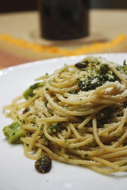 """Gennaio. Pasta con i broccoli alla siciliana. Una ricetta che appartiene alla tradizione gastronomica siciliana questa """"pasta chi vruoccoli arriminati"""" (dove chiaramente i """"vruoccoli"""" sono i broccoli, e """"arriminati"""" sta per mescolati)."""