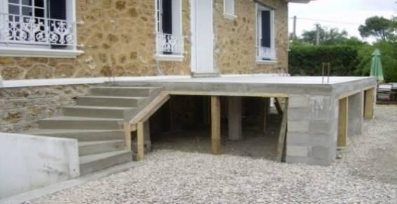terrasse bois en hauteur avec garde corps et escalier - Le Kiosque