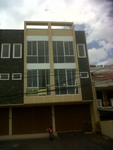 RUKO DI MUARA KARANG JL. PLUIT KARANG UTARA RAYA NO. 1C (DISEWA TANPA PERANTARA)   1. Lokasi: Di Muara karang seberang ( PLTU ) Jl. Pluit karang utara raya No 1C 2. Luas Tanah: 5x18 (90) 3.Luas Ruko: 5 x 14 x 3½ Lantai (245) 4. Ketinggian Ruko: 3½ Lantai ( Atas Cor dan Dak beton ) 5. Fasilitas: Listrik 2200 watt, Air Pam, Lantai Granite Tile 60x60 cm 6. Harga Sewa:  Lantai 2 : Rp. 40.000.000,- / Tahun 7.Kondisi Ruko:  100% Baru 8.Kontak Person: 0816848724