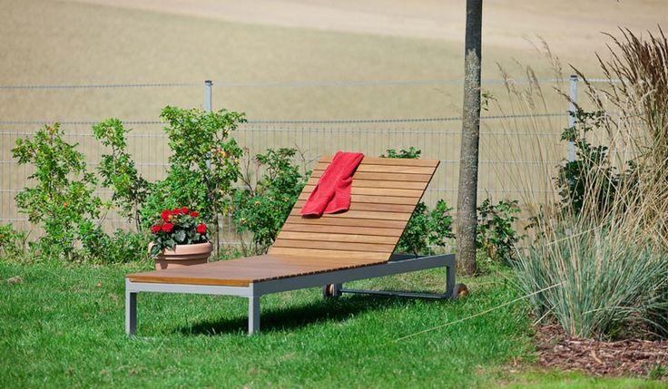 Die Gartenliege Alu Athen ist aus hochwertigen Akazienholz gefertigt. Die stabile Gartenliege mit einem massiven Alugestell überzeugt durch ihre schlichte Optik. Unsere Sonnenliege ist in den Maßen ca. 205 x 70 x 32 cm verfügbar. Diese und weitere Gartenliegen finden Sie unter http://www.meingartenversand.de/gartenmoebel/gartenliegen.html