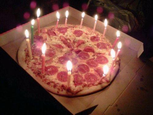Eine schöne Idee anntatt kuchen, für einen Menschen der Pizza liebt.