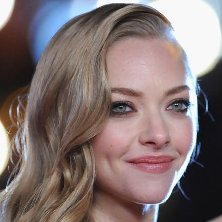 Facial exercises to give you defined cheek bones like Amanda Seyfried.
