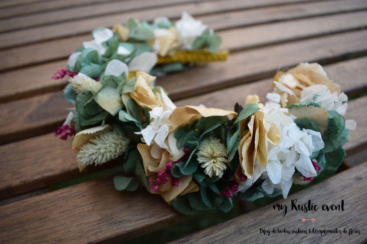 Diadema de flores preservadas con hortensias y trigo. Hecha a mano. Totalmente personalizadas. info@myrusticevent.com
