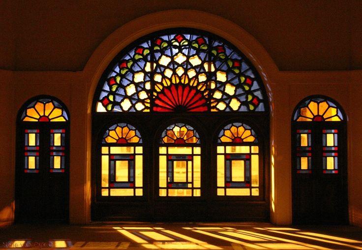 Tabatabai Residence Kashan. Glas in hout