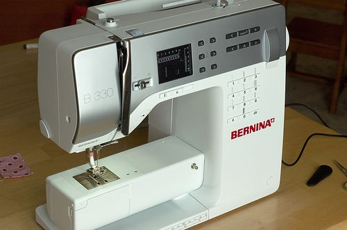 Bernina 330 stuff....excuse me while i wipe the drool from my chin