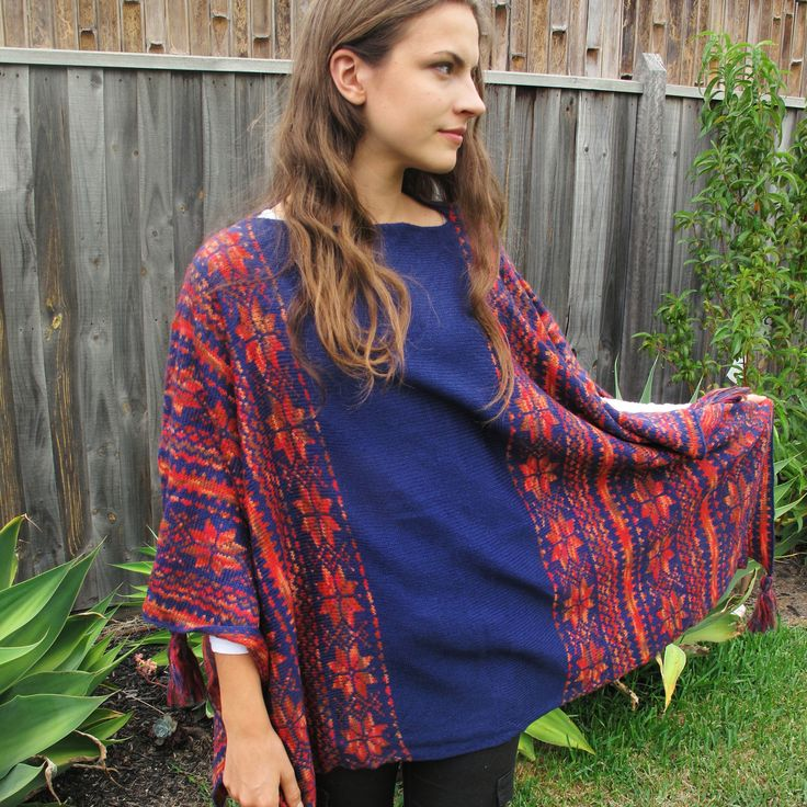 Flower poncho, with tassels on the edges
