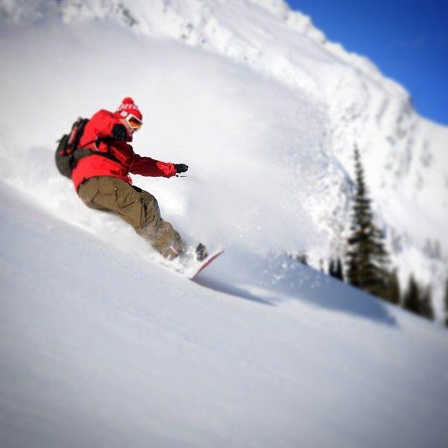 @islandlakelodge dream #bluebird day  Mike McPhee @scottmartin_org #catskiing #snowboarding