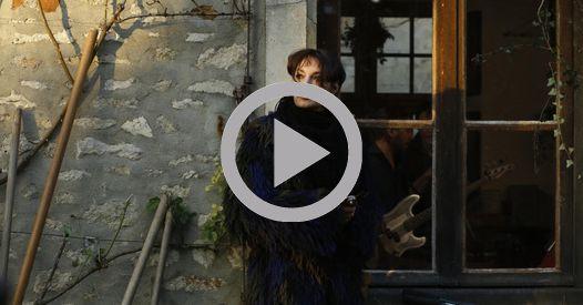 CINÉMA - Mathieu Amalric dirige Jeanne Balibar dans un vrai-faux biopic sur la chanteuse Barbara.