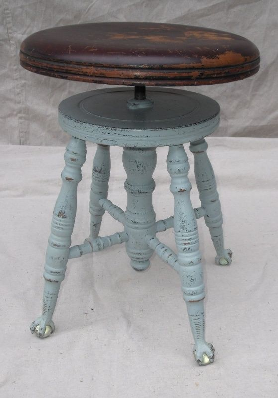 Specializing in vintage furniture, beach cottage furniture, shabby chic style, accessories for romantic cottage decorating.  Restored furniture for use in cottage getaways, children's bedrooms or eclectic homes.
