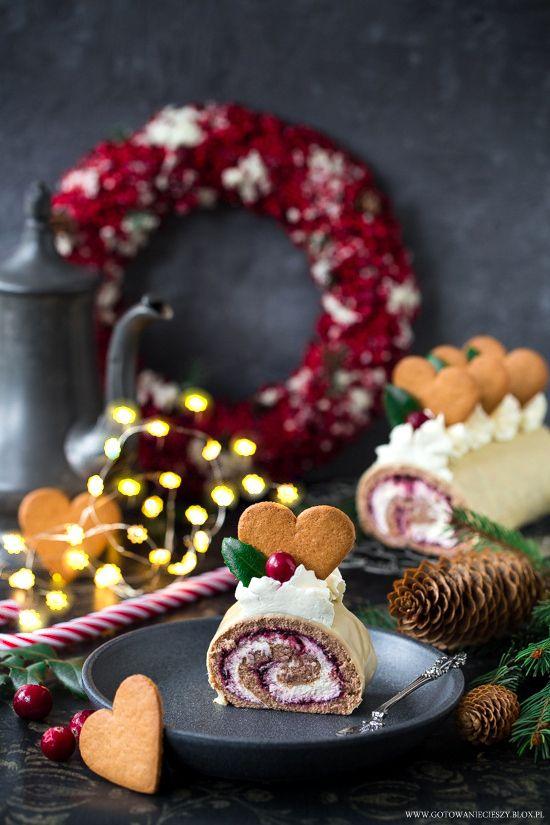 Dziś propozycja dla tych, którzy lubią w ciastach dodatek korzennych przypraw, ale nie koniecznie gustują w tradycyjnych piernikach. Rolada z aromatycznego