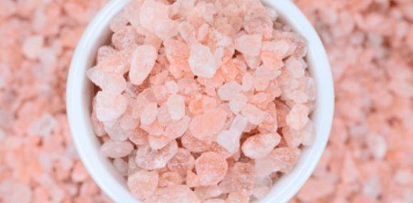 Benefity spojené s konzumací růžové himalájské soli zdravější cévy zlepšené dýchání a zdravější plíce stabilní pH buněk boj proti stárnutí zlepšený spánek zlepšený sexuální apetit boj se svalovými křečemi zlepšená hydratace posílení kostí lepší krevní tlak podporuje krevní oběh vylučuje těžké kovy Jiné druhy solí K prokázání toho, že růžová himalájská sůl je opravdu skvělá, …