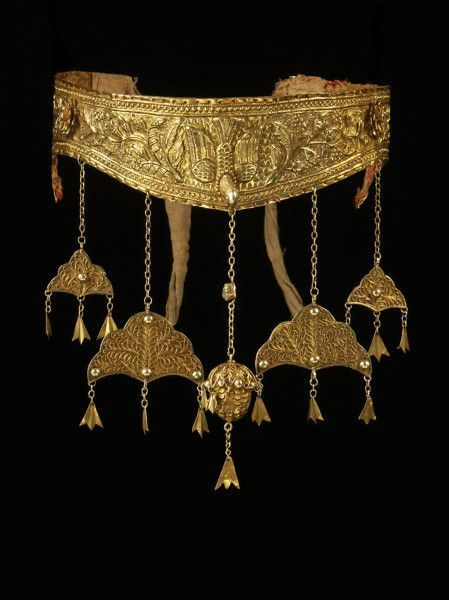 Rare Aceh 22 K gold crown, 18th c Banda Aceh, Indonesia