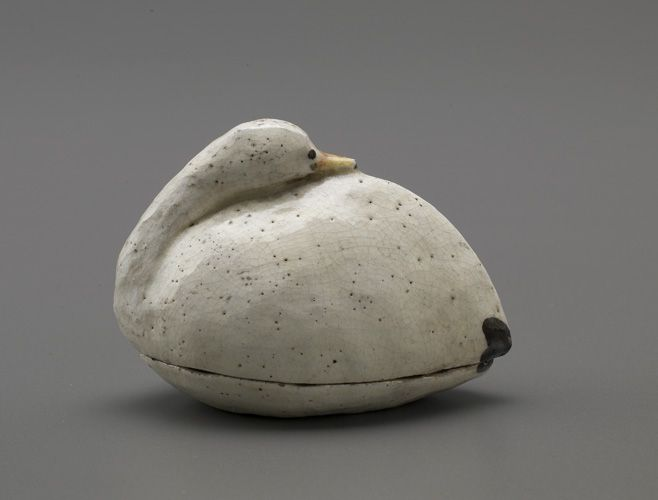 Japanese Art | Container in the shape of a snow goose Late 19th century Meji era. Earthenware with white slip and colored pigments under clear lead glaze. H 6.6 cm, W 9.3 cm. Ikaho, Japan (Freer/Sackler The Smithsonian's Museums of Asian Art)