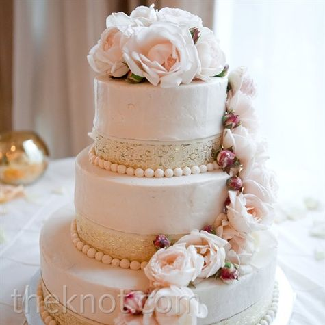 wedding cake roses to make ivory cake with blush pearls white lace blush flowers on 23715
