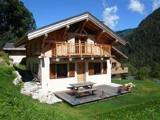 Réservez votre chalet de vacances Vallorcine, comprenant 2 chambres pour 5 personnes. Votre location de vacances Haute-Savoie sur Homelidays.