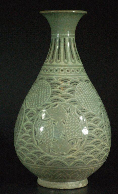 Korean Celadon Porcelain Vase : Lot 257