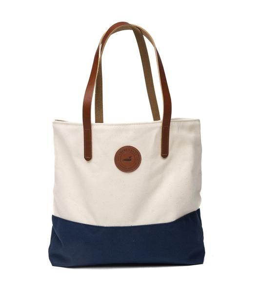 Our boat totes make forthe perfect lakeside accessory. Craftedfrom a durable canvas material and finished with a genuine brown leather, this will soon be your