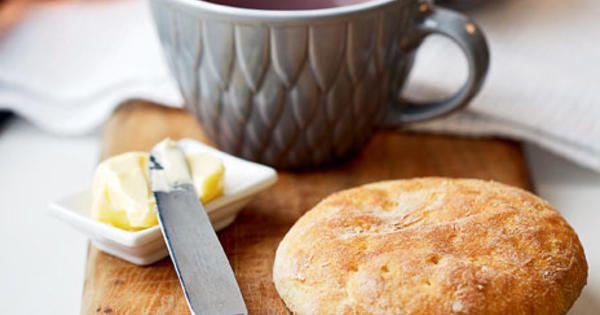 Äntligen en glutenfri variant på mjuka, goda tekakor. Mångas favoritbröd! Recept ur boken Nytt bröd - baka gott utan gluten.