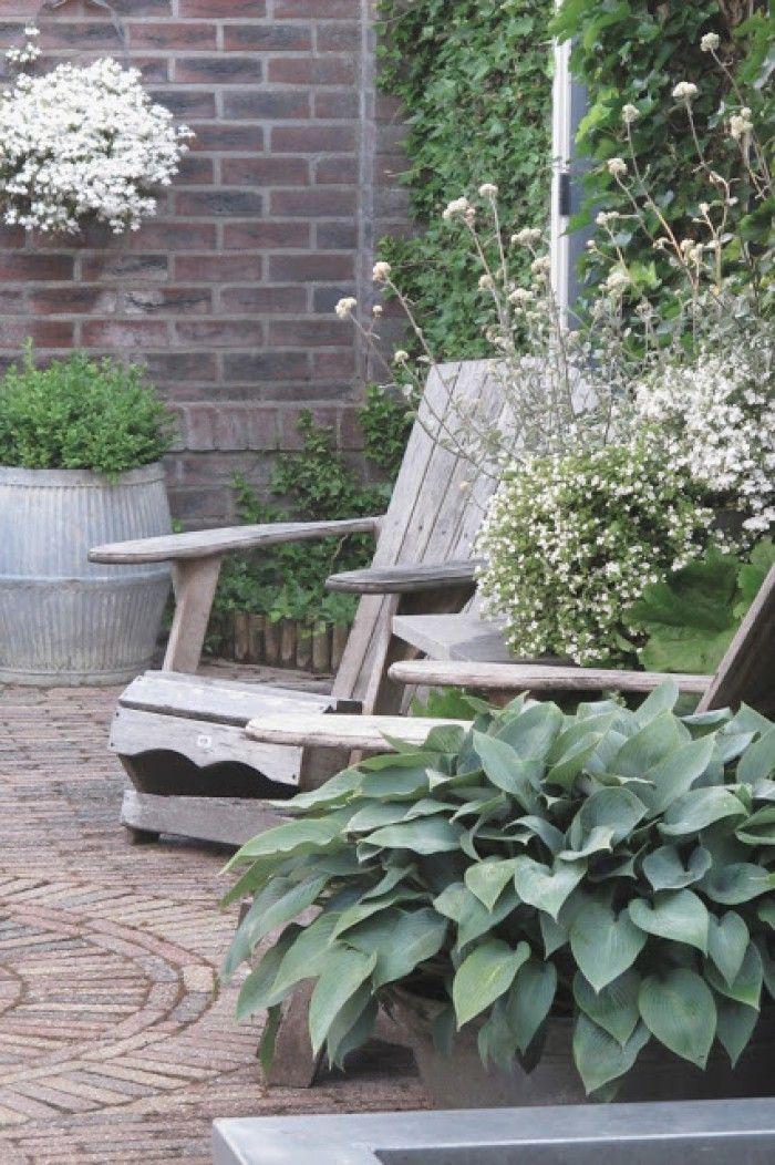 sfeervol,nostalgische hollandse tuin.